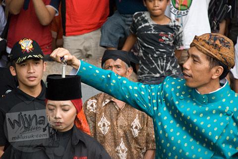 Foto walikota Solo Joko Widodo di Kirab Pusaka Dunia OWHC kota Solo di tahun 2008