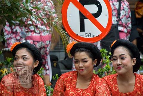 Foto cewek-cewek Solo booking di peserta Kirab Pusaka Dunia OWHC kota Solo di tahun 2008