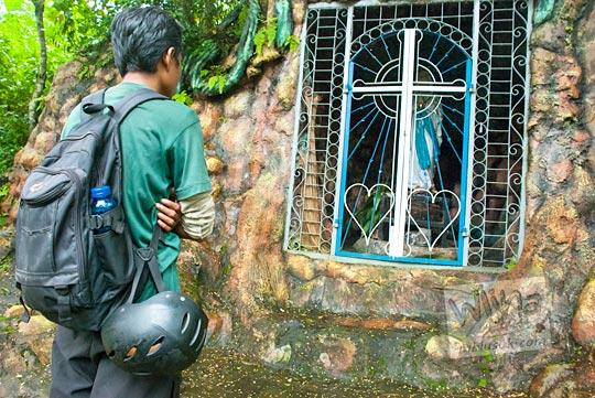 foto gua mawar maria salah satu gua maria lokasi ziarah umat kristiani yang terletak di Musuk, Boyolali, Jawa Tengah