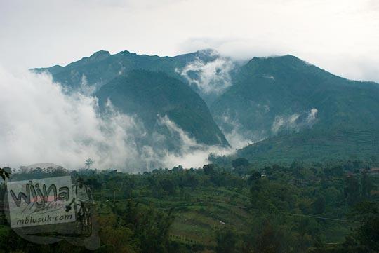 foto gunung merapi dari sisi utara difoto dari obyek wisata Selo jalur pendakian