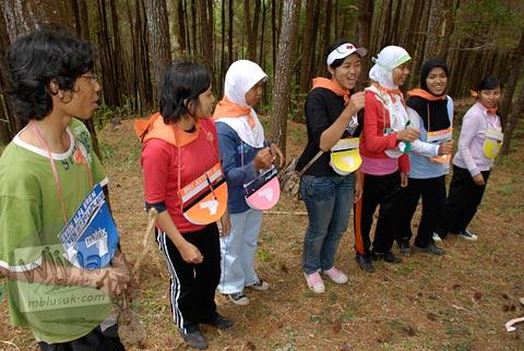 Foto ospek mahasiswa program studi matematika UGM angkatan 2007 di Kebun Buah Mangunan, Dlingo, Bantul