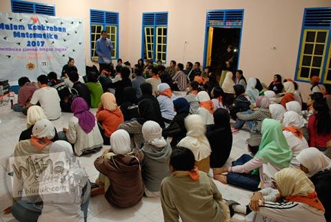 Suasana Malam Keakraban Mahasiswa Program Studi Matematika UGM tahun 2007 di Kebun Buah Mangunan, Dlingo, Bantul
