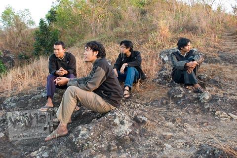 Foto kakak-kakak angkatan seksi di Malam Keakraban Mahasiswa Program Studi Matematika UGM tahun 2007 di Kebun Buah Mangunan, Dlingo, Bantul