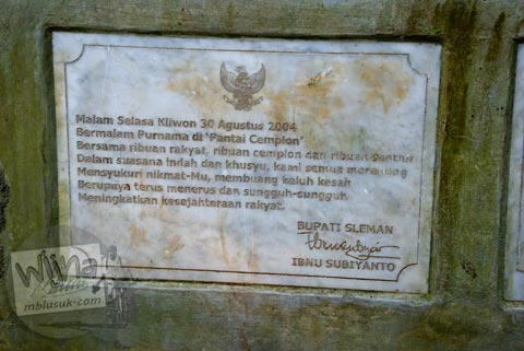 Prasasti pengukuhan Pantai Cemplon, di Sleman, Yogyakarta tahun 2010