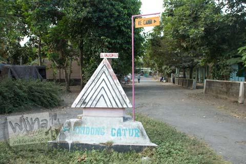 Foto papan petunjuk arah ke Candi Gebang di tahun 2008