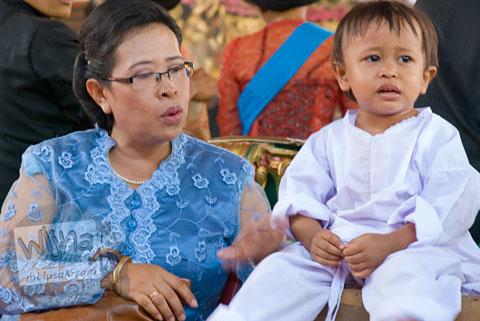 Foto sukerta masih anak kecil pada Proses Ruwatan Massal di Nanggulan, Kulon Progo pada tahun 2009