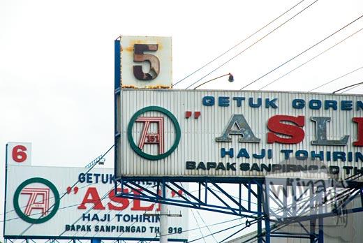 foto papan reklame getuk goreng haji tohirin asli sokaraja, banjarnegara, jawa tengah