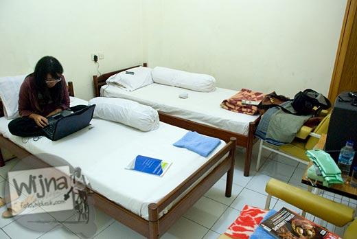 Suasana kamar hotel Mutiara di Kota Purwokerto, Jawa Tengah pada tahun 2009