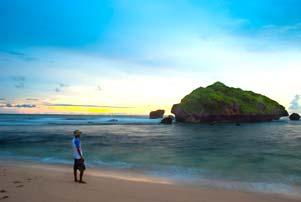 Thumbnail artikel blog berjudul Senja di Pantai Sadranan