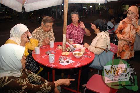 Makan di Galabo Solo bareng keluarga besar pada Juni 2009