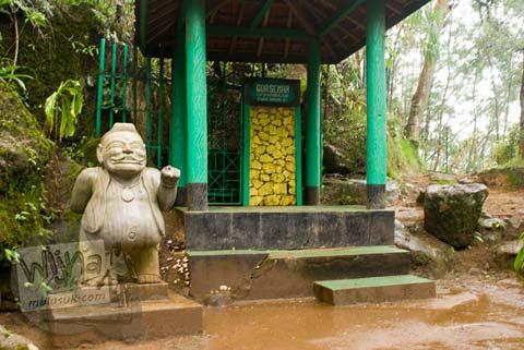Foto penampakan di Gua Semar Pertapaan Mandalasari Begawan Sampurna Jati di telaga warna Dieng tahun 2008
