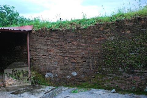 Sisa-sisa tembok keraton kartasura di tahun 2009