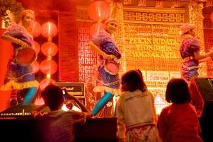 Budaya Tionghoa Menjadi Tontonan Rakyat