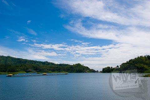 Suasana keindahan alam Kalibiru di Waduk Sermo Kulon Progo di tahun 2007 saat masih sepi
