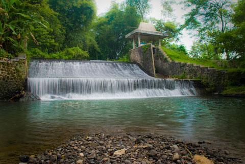 Bendungan Sumber di Desa Kalitirto, Kecamatan Berbah, Kabupaten Sleman, DI Yogyakarta