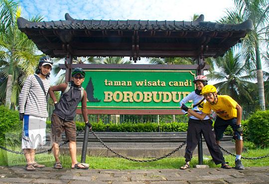 Rute bersepeda dari Jogja ke Dieng melewati Candi Borobudur di Magelang pada tahun 2010