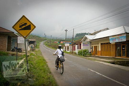 Medan rute jalur yang sedikit tanjakan untuk bersepeda dari Wonosobo ke Dieng pada tahun 2010