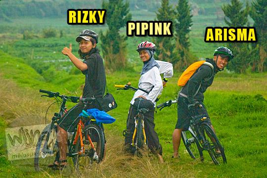 Profil cowok cewek yang bersepeda dari Jogja ke Dieng pada tahun 2010