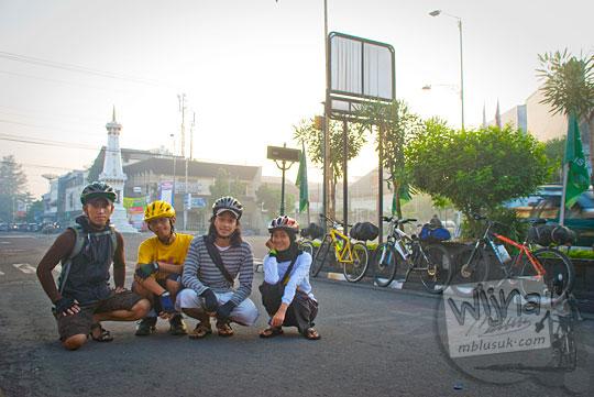 Cerita titik awal bersepeda dari Jogja ke Dieng dari Tugu Pal Putih pada tahun 2010