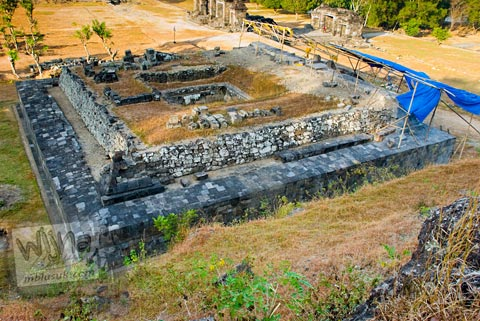Foto Candi Pembakaran di Keraton Ratu Boko, Prambanan pada Oktober 2008