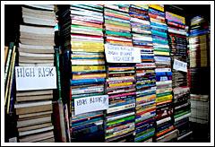 Susunan buku salah satu kios di Jl. Palasari, Bandung