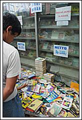 Obral buku lama di Jl. Palasari, Bandung