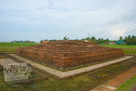 Foto candi jiwa di situs Batujaya, Karawang, Jawa Barat pada tahun 2009