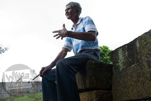 Foto Pak Rohman, juru pelihara Candi Bojongmenje, rancaekek, Bandung di tahun 2009 semasa hidupnya
