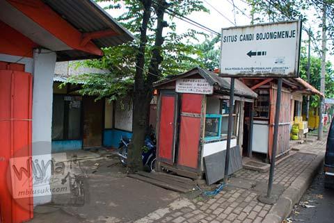 papan petunjuk arah ke Candi Bojongmenje, rancaekek, Bandung di tahun 2009