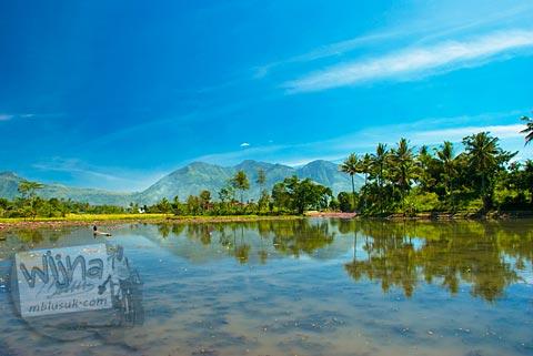 Pemandangan indah danau Situ Cangkuang di Garut, Jawa Barat tahun 2009