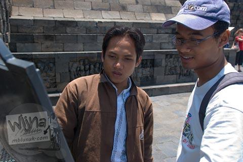 Foto belajar sejarah di Candi Borobudur, Magelang, Jawa Tengah pada tahun 2009