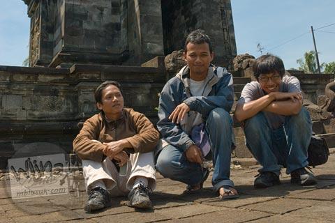 Tim Pemburu Batu di Candi Pawon di Magelang tahun 2009