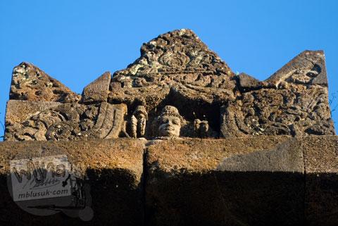 Foto ornamen puncak di Candi Ijo, Prambanan, Yogyakarta zaman dulu pada tahun 2008