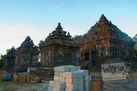 Foto lingkungan berantakan konstruksi di seputar Candi Ijo, Prambanan, Yogyakarta zaman dulu pada tahun 2008