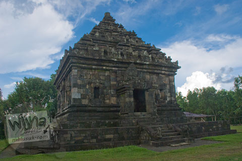 Foto langit mendung di Candi Ijo, Prambanan, Yogyakarta zaman dulu pada tahun 2009