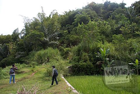 Wujud Bukit Gunung Sari tempat Candi Gunungsari, Salam, Magelang pada tahun 2009