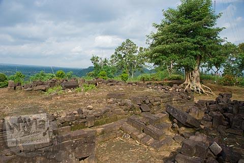 Wujud bangunan induk Candi Gunungsari, Salam, Magelang pada tahun 2009 dalam kondisi runtuh tak berbentuk