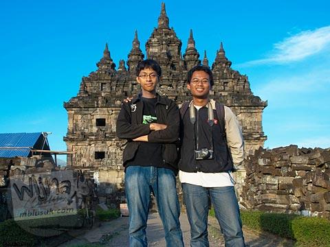 Foto bareng andreas yenri arditya satriawan di Candi Plaosan, Klaten, Jawa Tengah pada tahun 2008