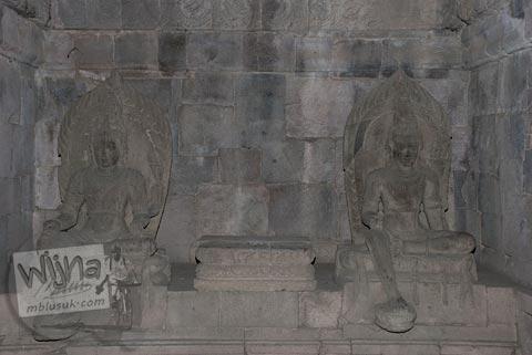 Foto Arca Buddha yang terdapat di dalam bangunan induk Candi Plaosan Lor, Klaten, Jawa Tengah pada tahun 2008