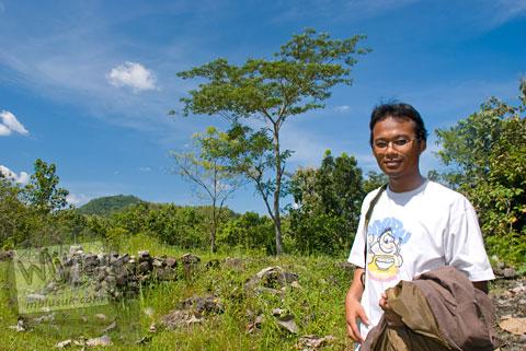 Andreas Yenri Arditya Satriawan di Candi Semin, Gunungkidul, Yogyakarta pada tahun 2009