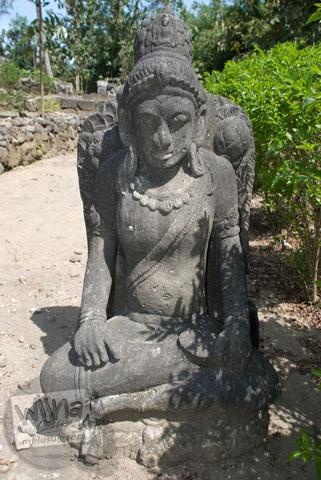 Wujud arca Buddha yang ada di Candi Risan, Gunungkidul pada tahun 2009