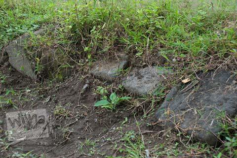Foto Reruntuhan Candi di Candi Mantup, Banguntapan, Bantul pada Februari 2009