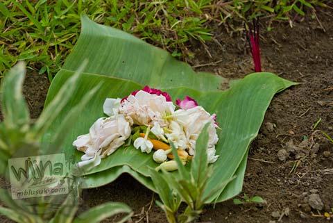 Foto Sesaji Jawa di Candi Mantup, Banguntapan, Bantul pada Februari 2009