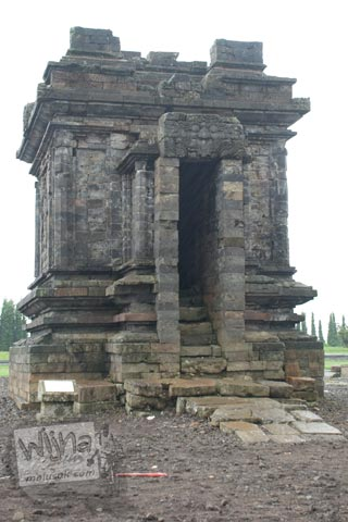 Foto Candi Srikandi di Kompleks Candi Arjuna di Dieng, Banjarnegara tahun 2008