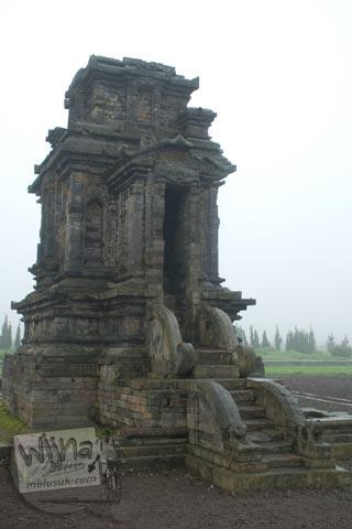 Foto Candi Puntadewa di Kompleks Candi Arjuna di Dieng, Banjarnegara tahun 2008