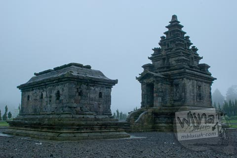 Foto Tampak Muka Kompleks Candi Arjuna di Dieng, Banjarnegara tahun 2008