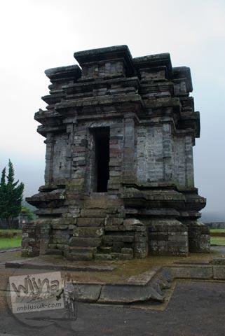 Foto Tampak Muka pada Candi Gatotkaca di Dieng, Banjarnegara tahun 2008