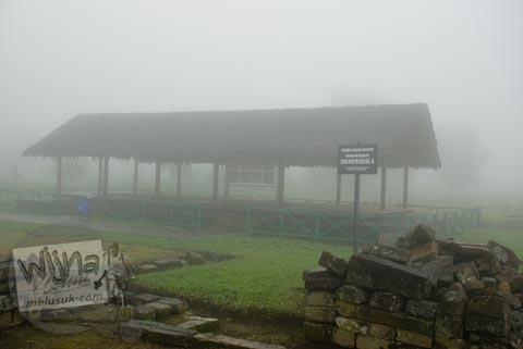 Foto tampak muka Kompleks Dharmasala di Dieng, Banjarnegara tahun 2008