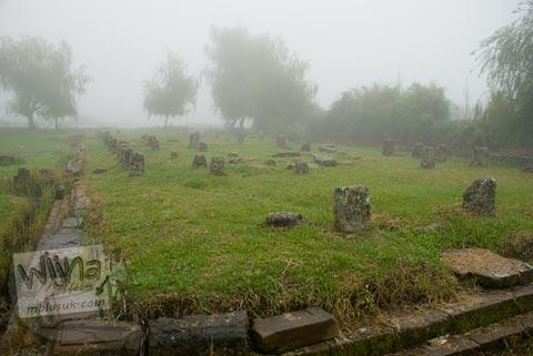 Foto Umpak pada Kompleks Dharmasala di Dieng, Banjarnegara tahun 2008