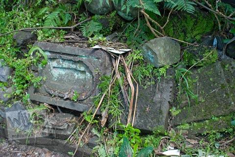 Foto peninggalan purbakala berwujud batu relief di Situs Jetis di Argomulyo, Cangkringan, Sleman, Yogyakarta pada tahun 2009